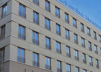 Zwingerforum-Motel-One-Klinker-Fassade